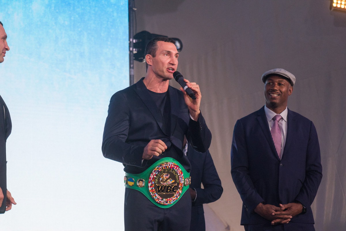 Владимир Кличко благодарит конгресс за чемпионский пояс