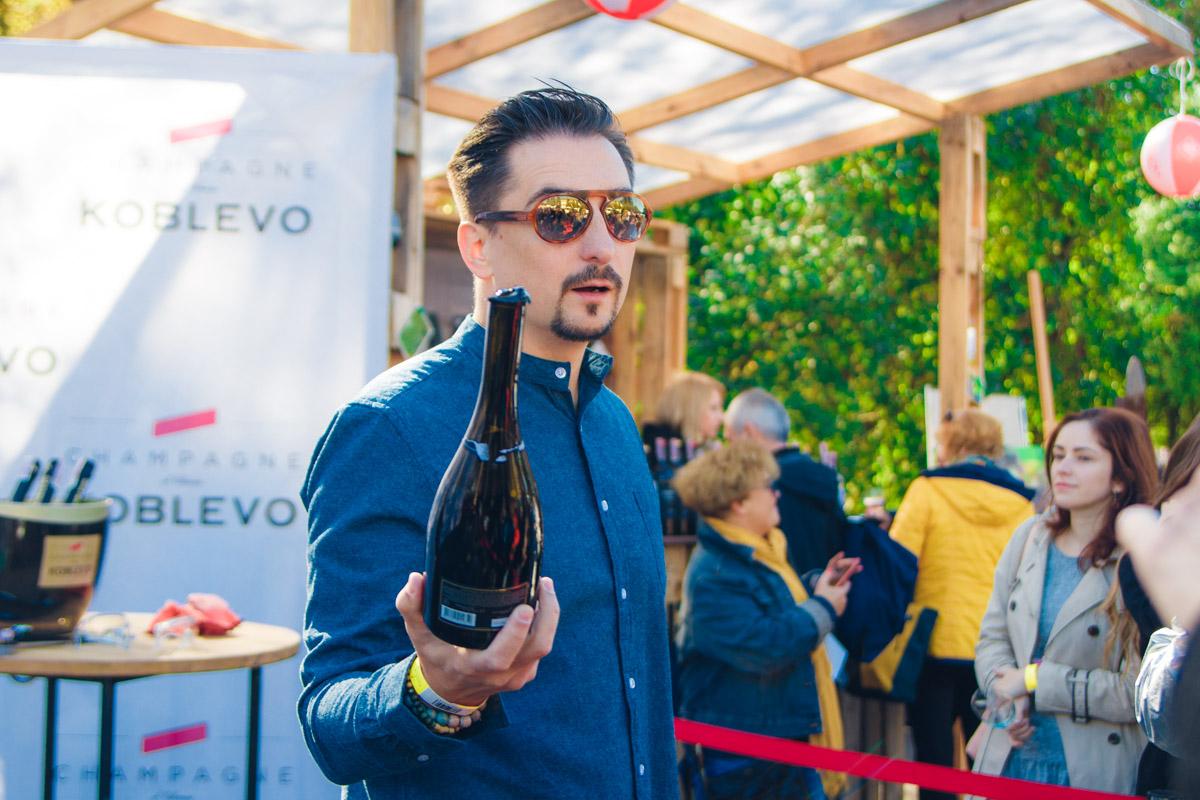 Здесь можно попробовать вино как уже знакомых завсегдатаев фестивалей, так и новых виноделен из Украины.