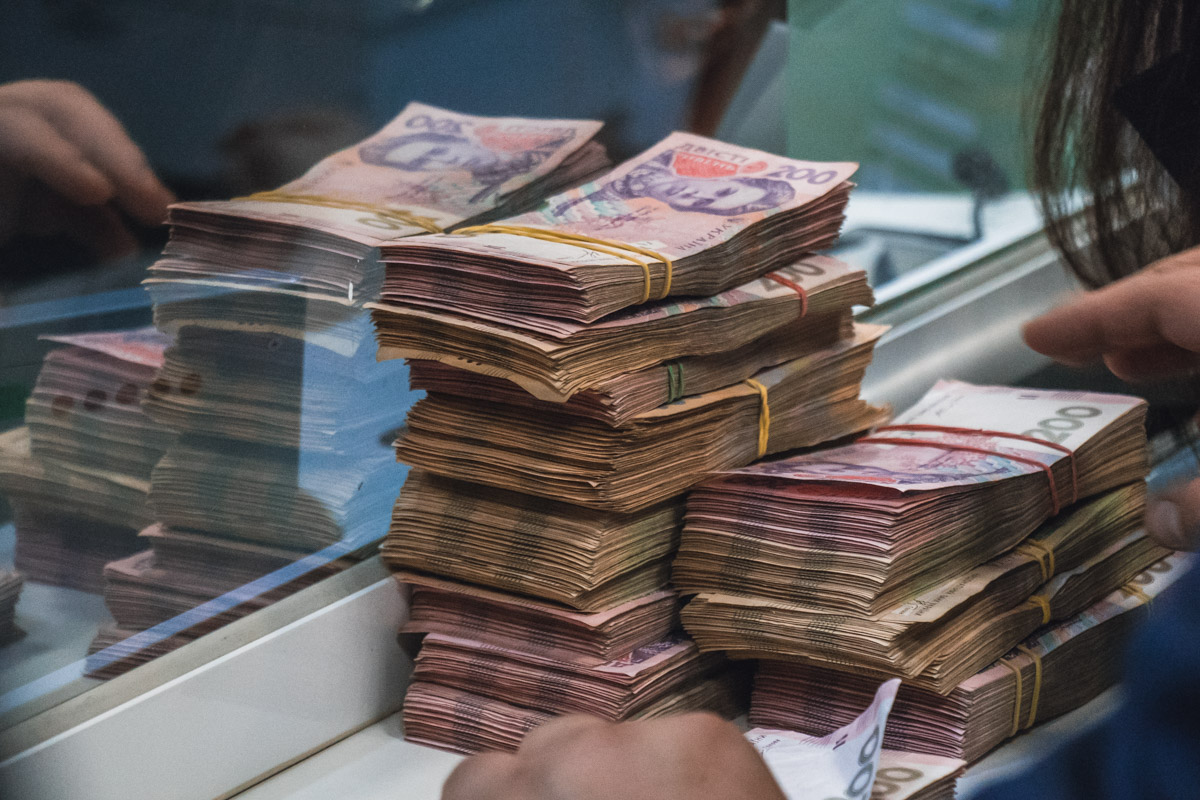 Политики, музыканты и спортсмены собрали сумму более 500 тысяч гривен