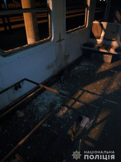 10 октября группа подростков разгромила вагон электропоезда Фастов-Киев