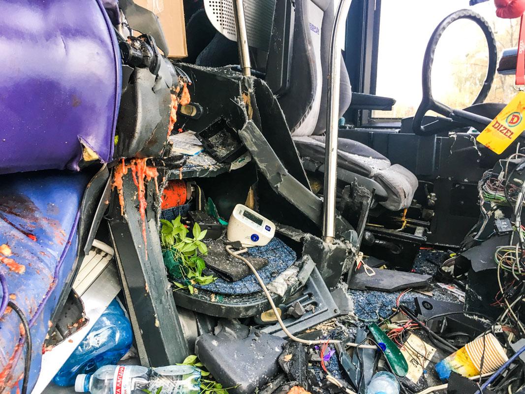 В автобусе на момент аварии ехали 14 человек, погибла пассажирка, которая сидела рядом с водителем, Марина Поплавская