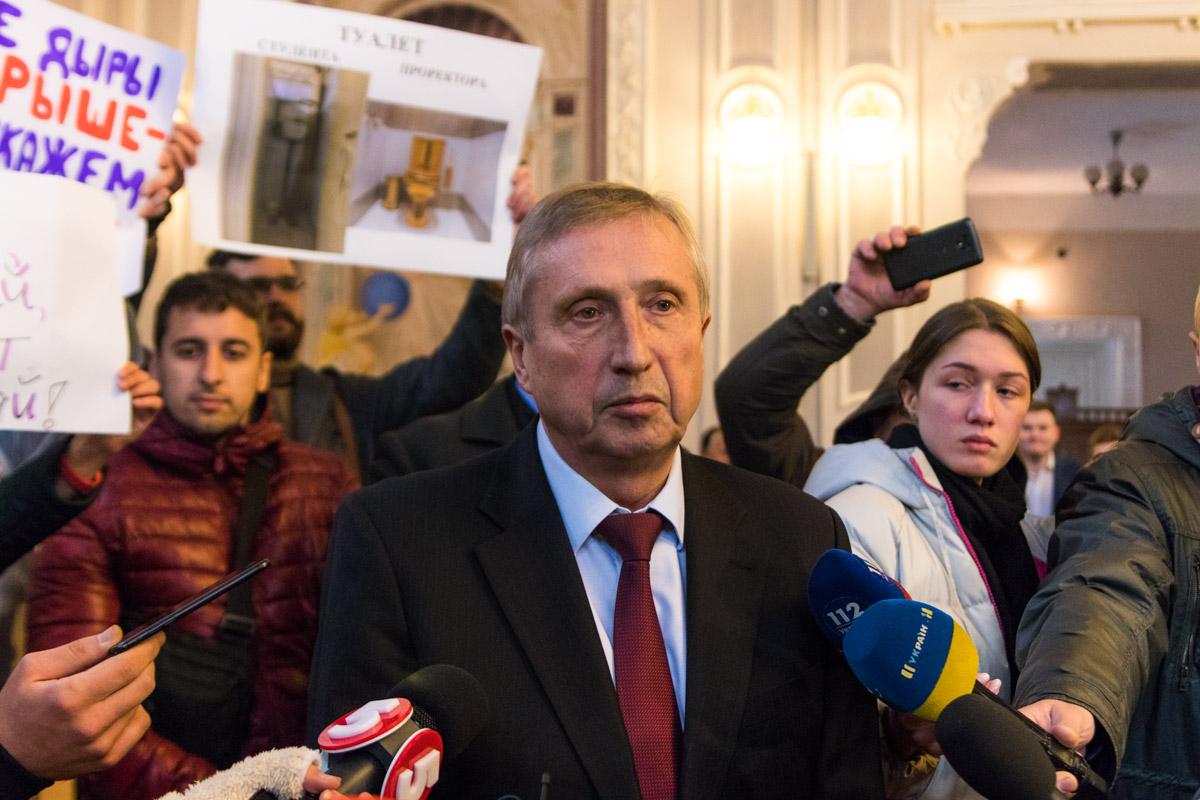 Однако Михаил Зугровский ответил на вопросы журналистов