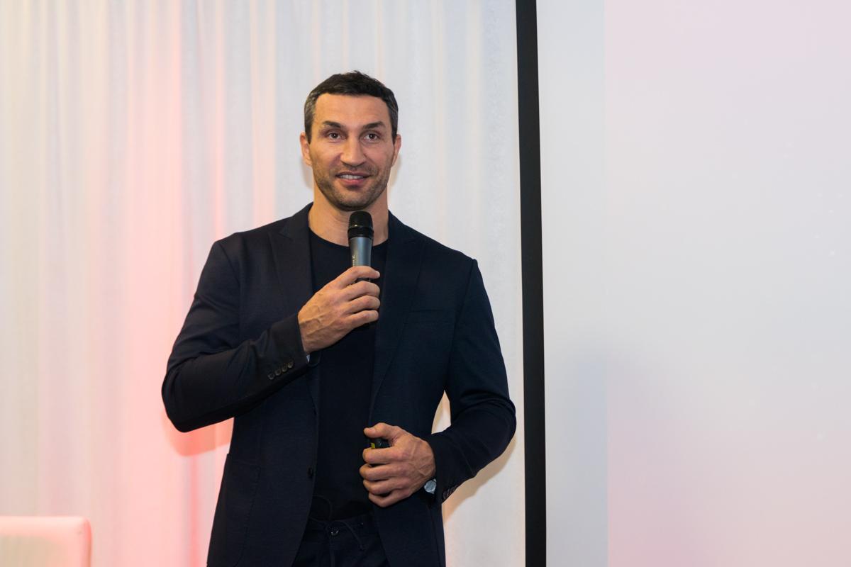 Боксер презентовал портал в музее достижений братьев Кличко