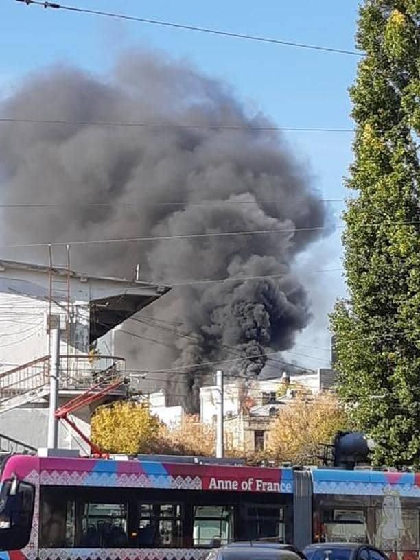 Столб дыма,из эпицентра пожара