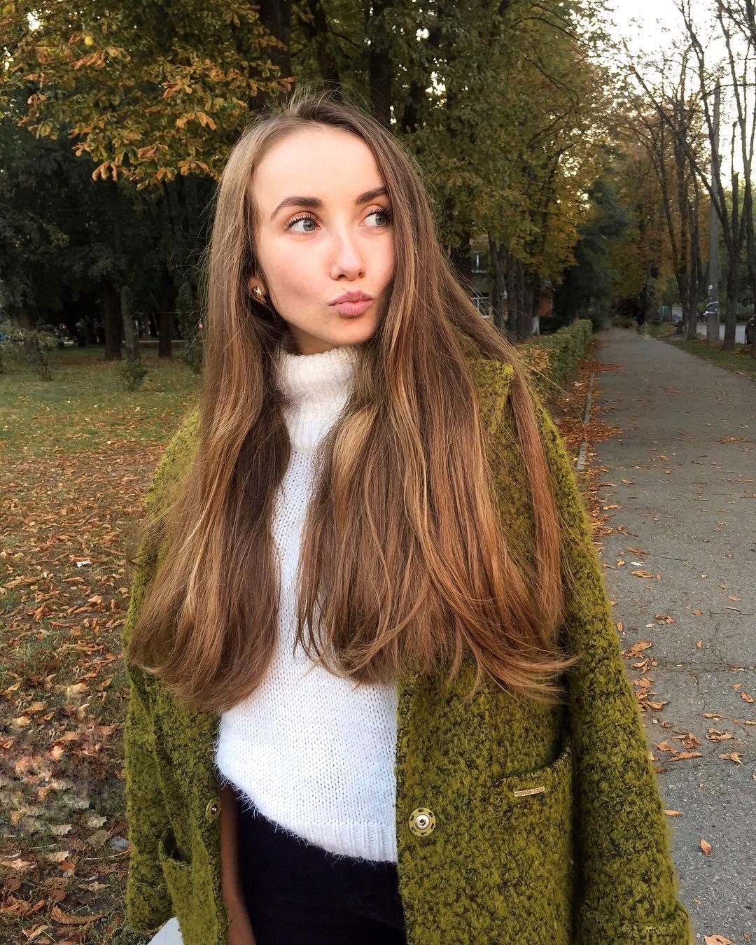 Только б тонко касаться руки, и волос твоих цветом в осень... Фото: @kuznetsova_juliia