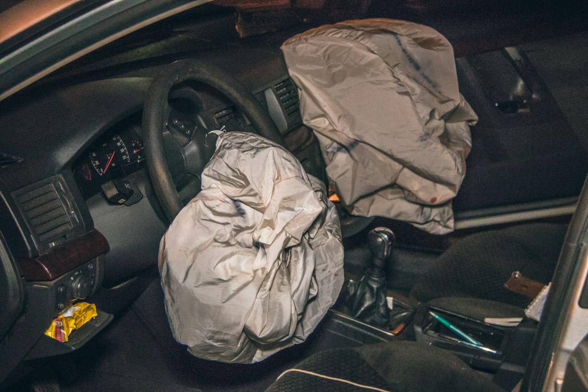 Мужчин спасли вовремя сработавшие подушки безопасности