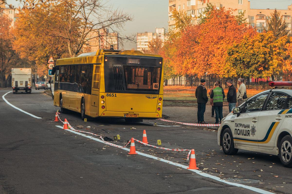 На улицы Кибальчича около 05:00 утра автобус переехал человека