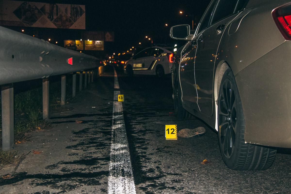 Пешеходам удалось беспрепятственно перейти три полосы, однако в крайней левой двигался автомобильHonda
