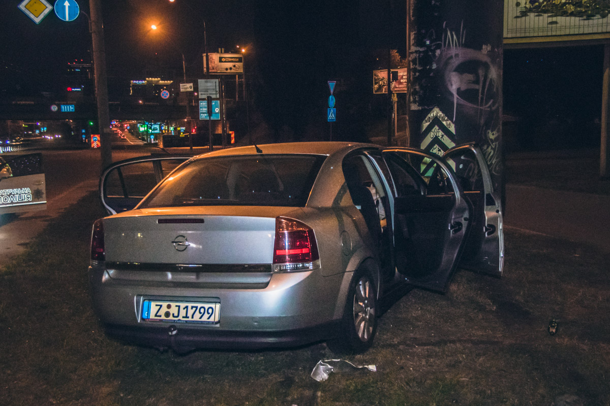 В результате аварии ни водитель, ни пассажир не пострадали