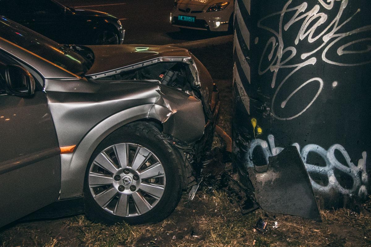 """Чтобы избежать столкновения, водитель """"немца"""" затормозил и направил машину на обочину"""