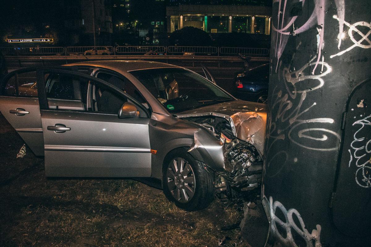 Водитель хотел повернуть в сторону улицы Черновола, но не заметил, что в первом ряду ехала другая машина