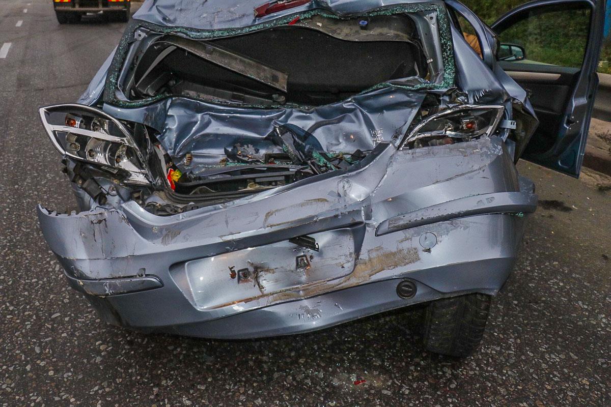 В результате столкновения Opel отлетел метров на 100 от места удара