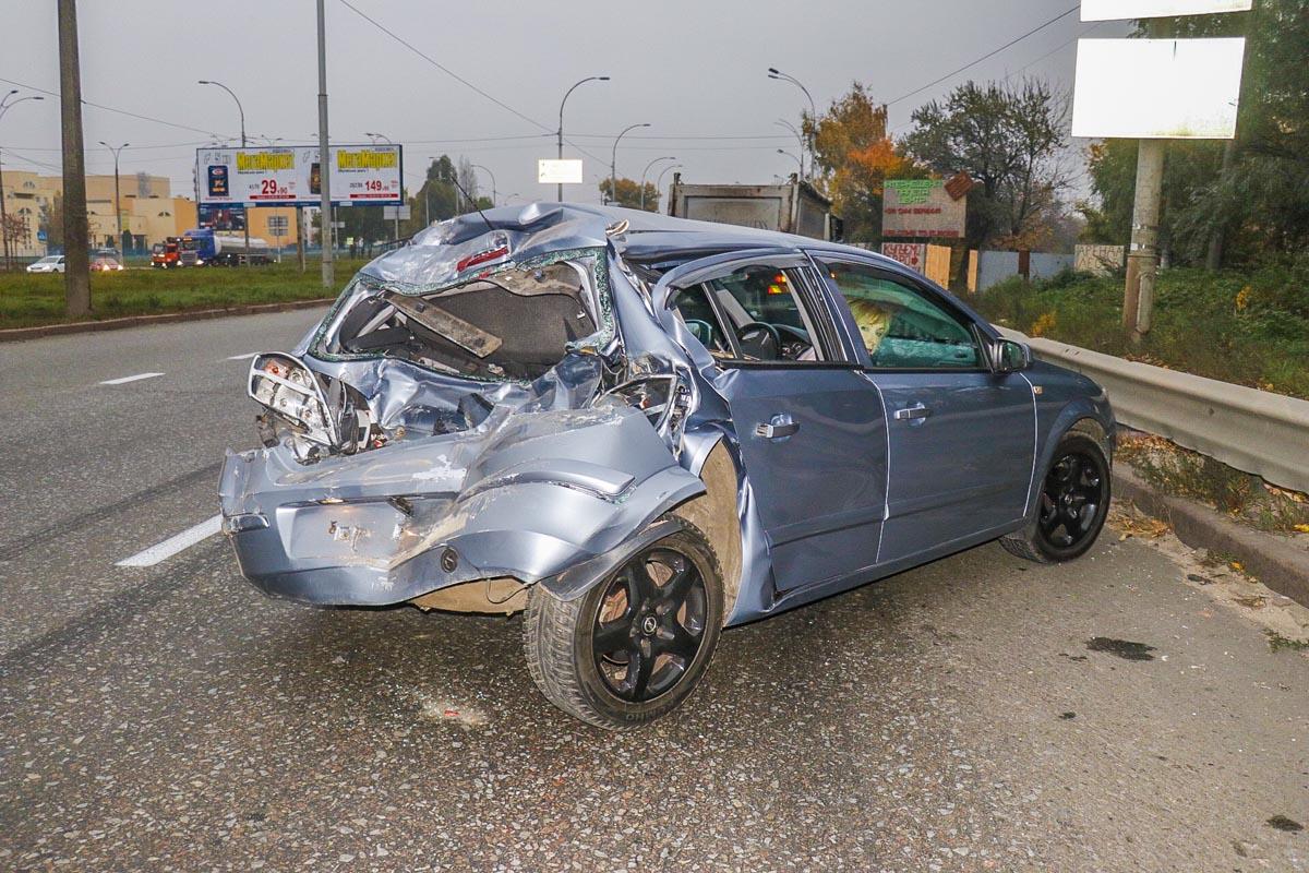ЗИЛ и Opel остановились перед переходом, чтобы пропустить пешехода, в них влетел самосвал Iveco