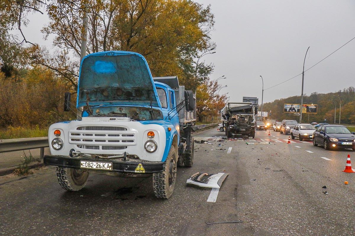 20 октября в Киеве на улице Академика Заболотного произошло крупное ДТП