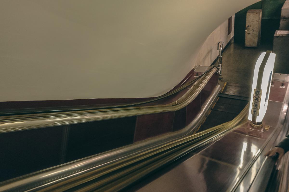 Эскалатор на станции не будет работать в сторону выхода на улицу Институтскую
