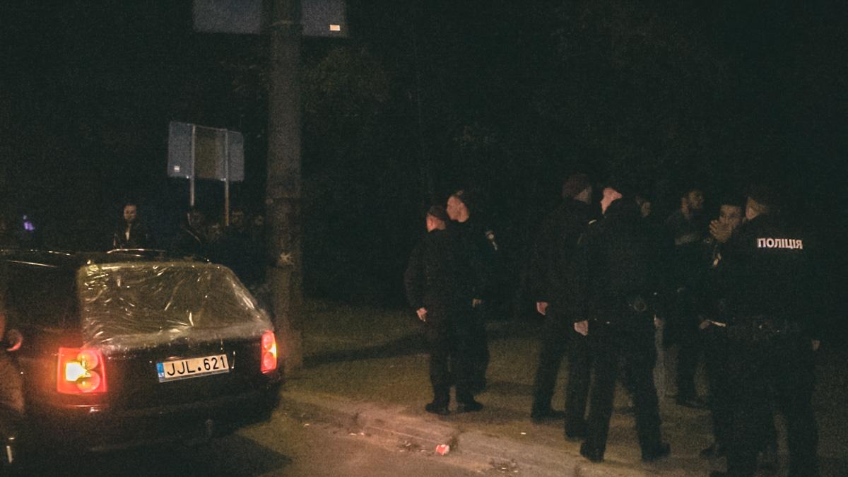 Полицейские остановили машину с представителями кавказкой национальности, что спровоцировало между ними конфликт