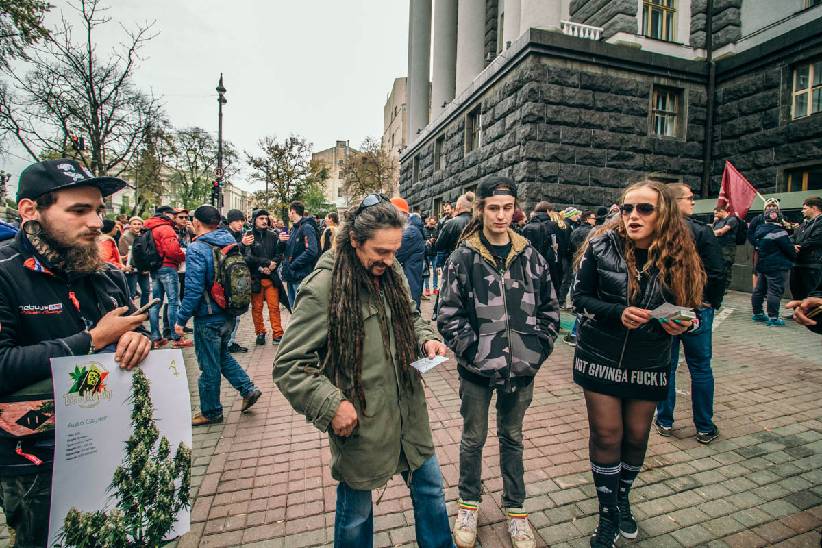 Активисты говорят, что люди в состоянии наркотического опьянения канабисом - безобидны и миролюбивы