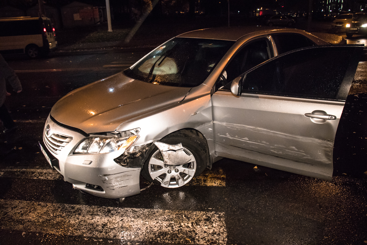 Toyota Camry уходила от погони