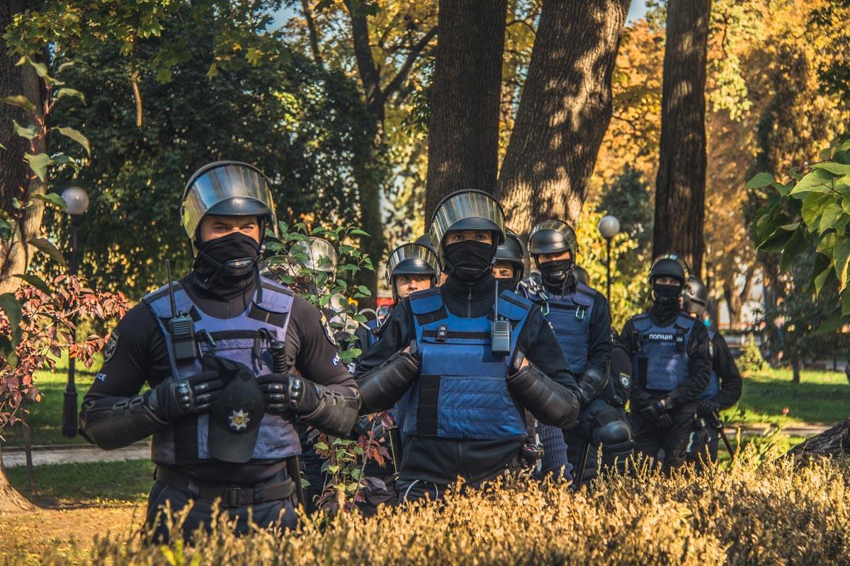 Силовики охраняют монументы от радикальных действий