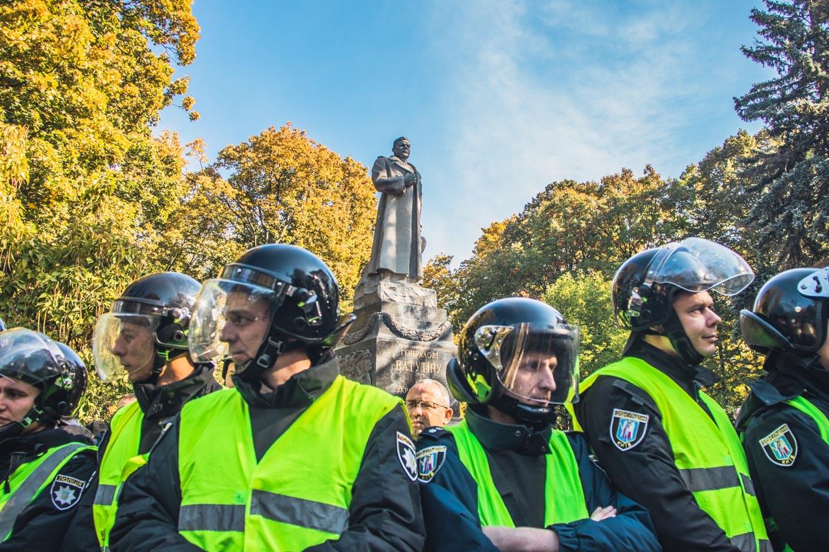 Памятник генералу Николаю Ватутину так и не удалось снести