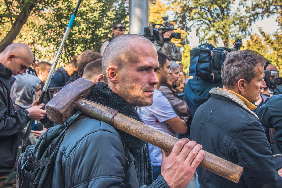"""Вот так """"радикально"""" началось утро в Мариинском парке"""