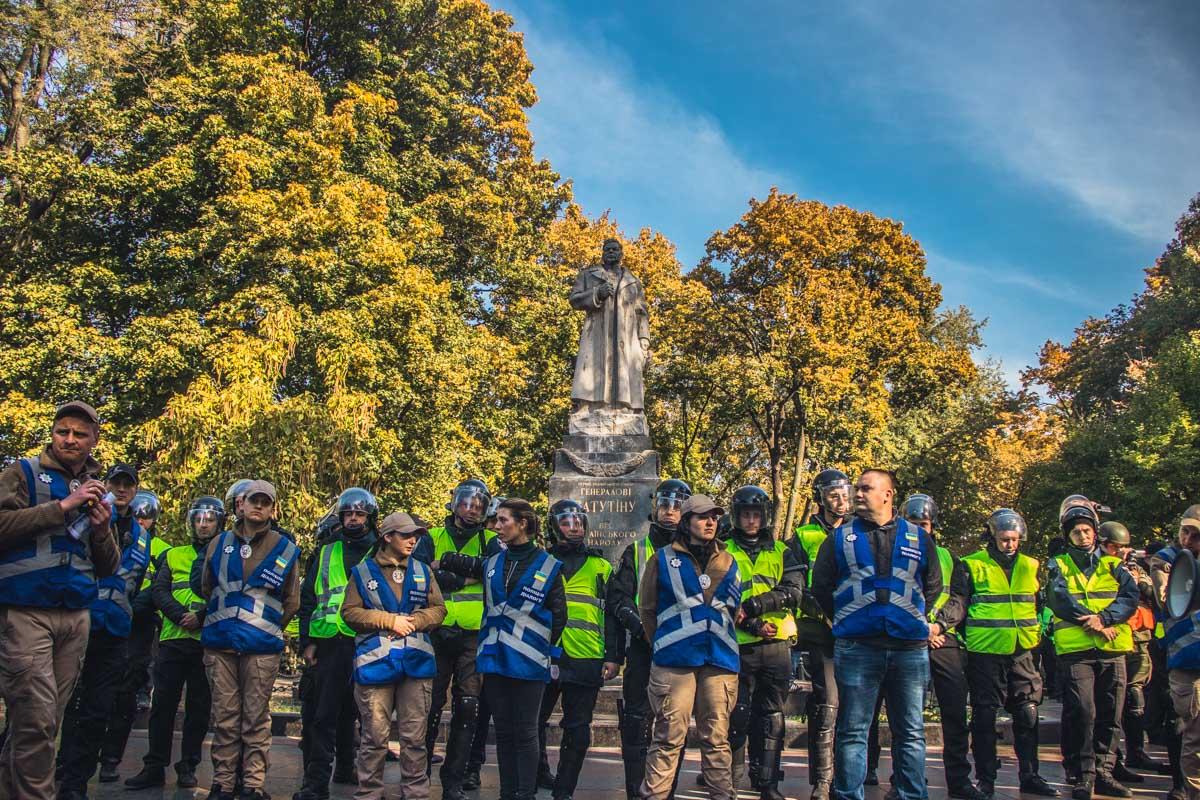 Памятники остались стоять, но активисты заверили, что они вернутся