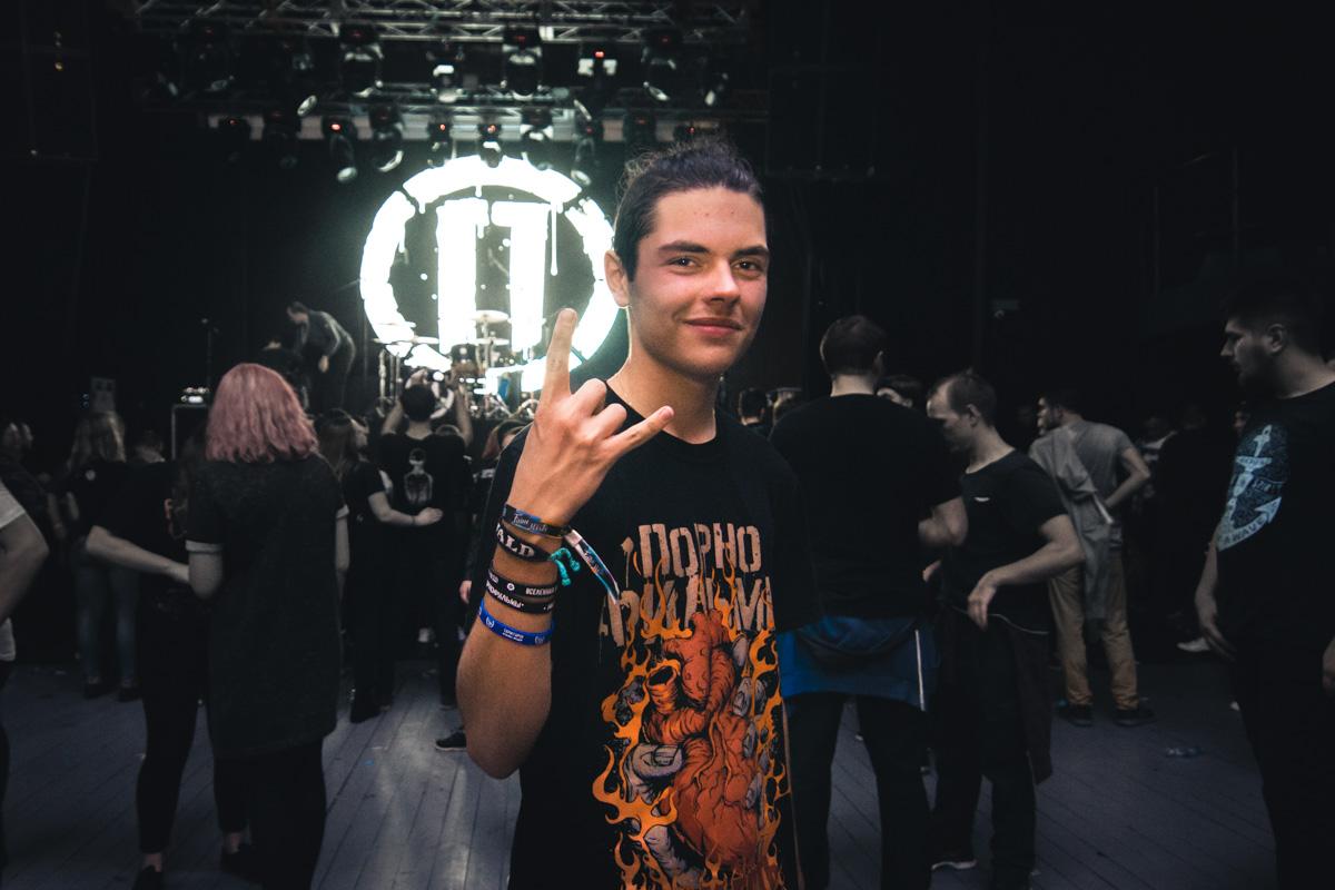 Среди фанатов на концерте была преимущественно молодежь
