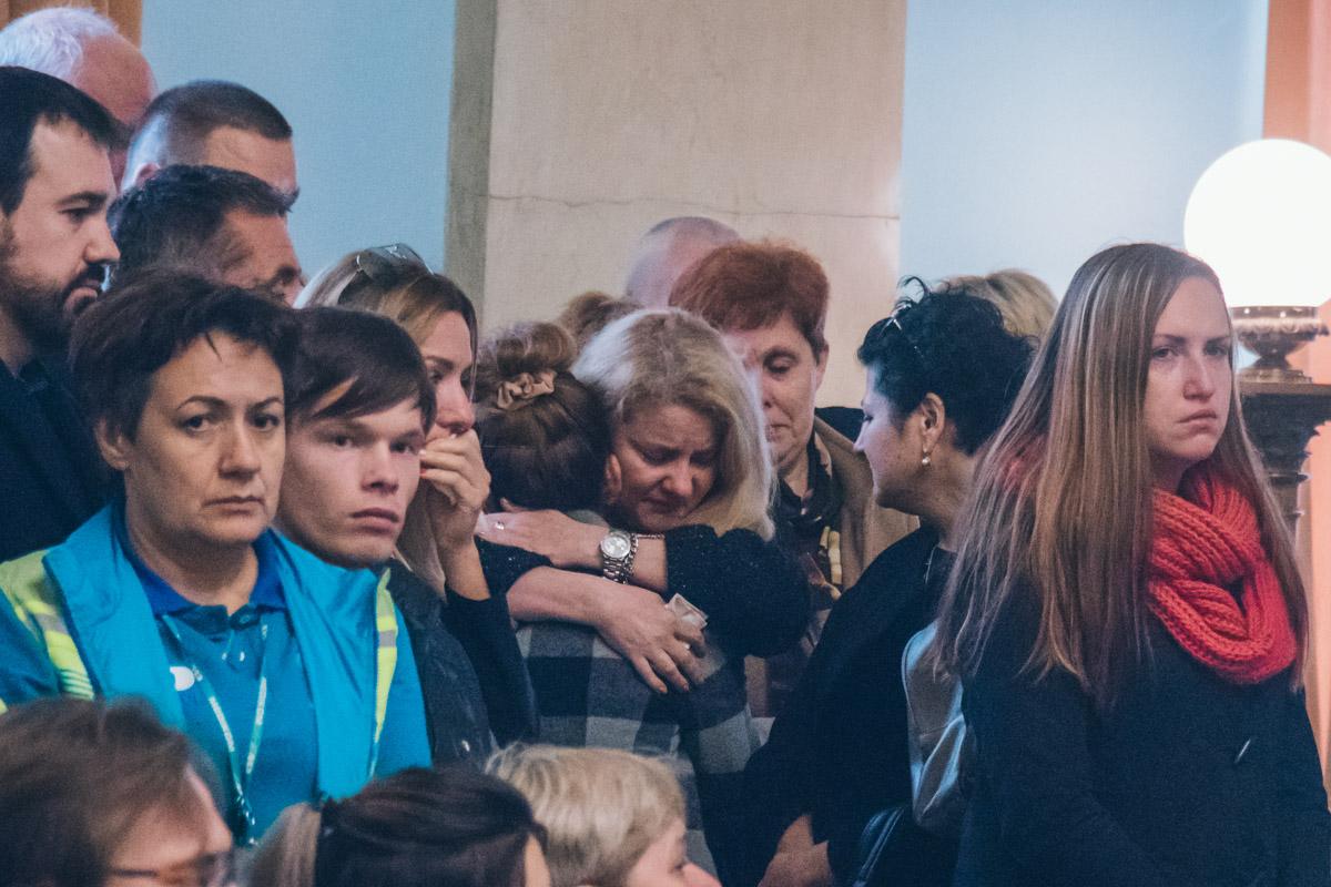 В Октябрьском дворце, состоялась церемония прощания сактрисой Dizel ShowМариной Поплавской