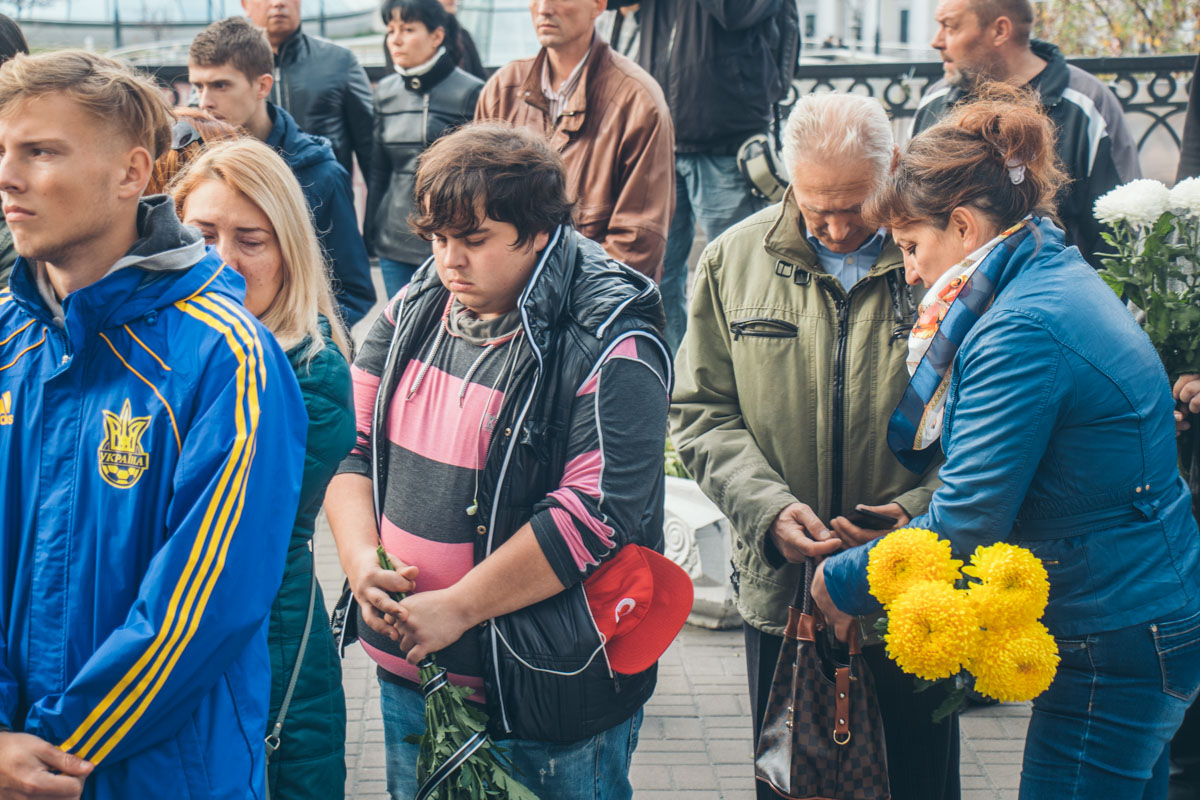 Пришедшие проститься вспоминали Поплавскую как трудолюбивого актера и светлого человека