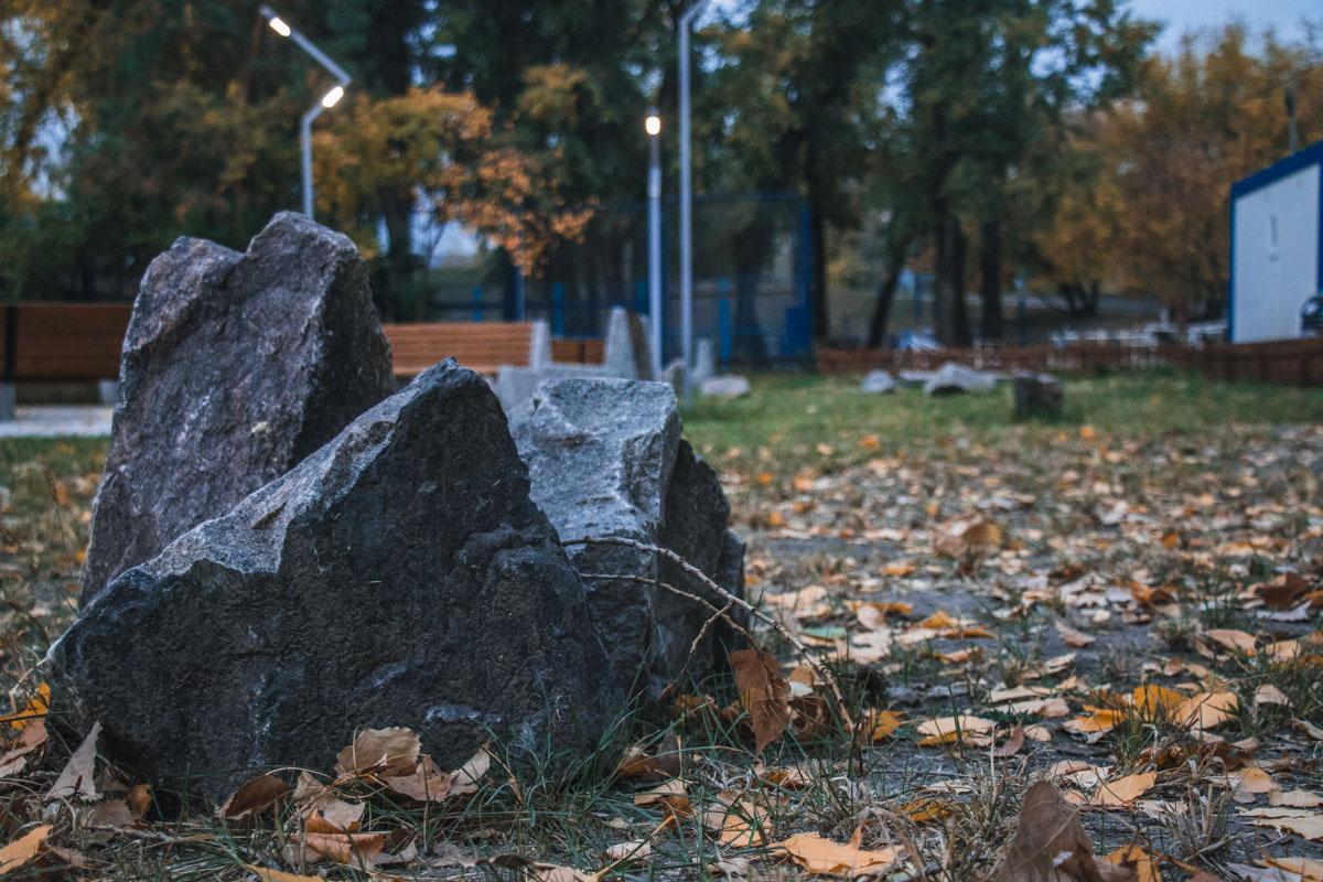 Этот камень встретил не один подобный рассвет