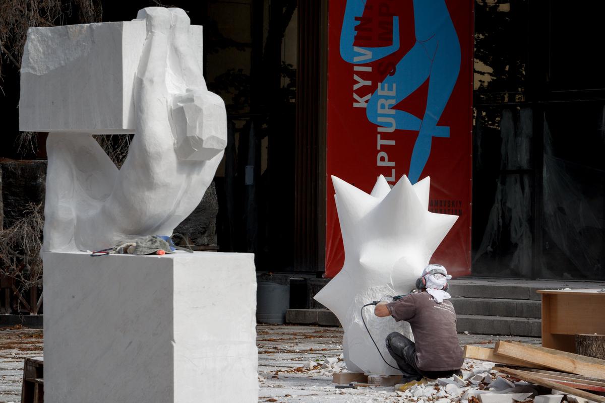Авангардные скульптуры временно передадут в частные коллекции