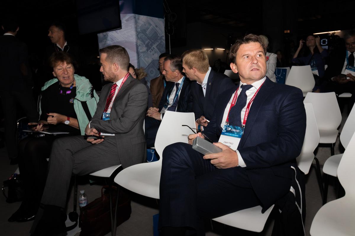 Саммит проходит без Виталия Кличко и Владимира Гройсмана