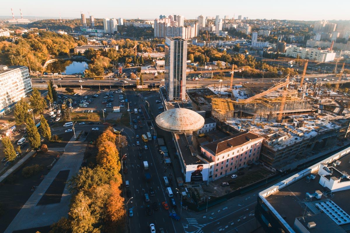 """Объект находится около станции метро """"Лыбедская"""""""
