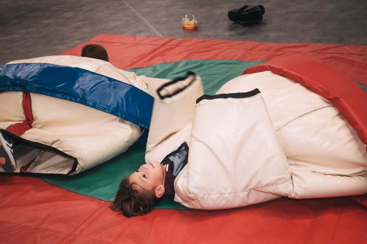 Посетители фестиваля могли почувствовать себя сумоистами