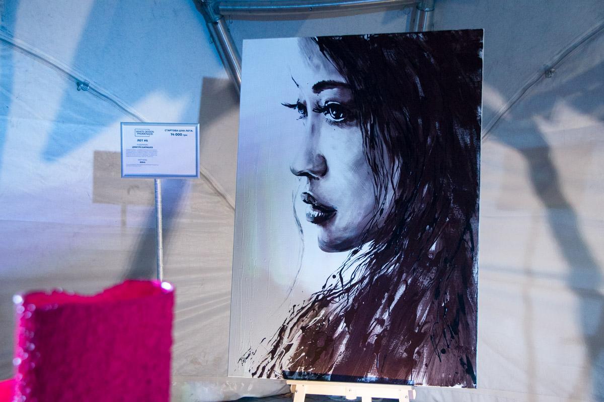 На Белом балу прошла выставка картин на продажу