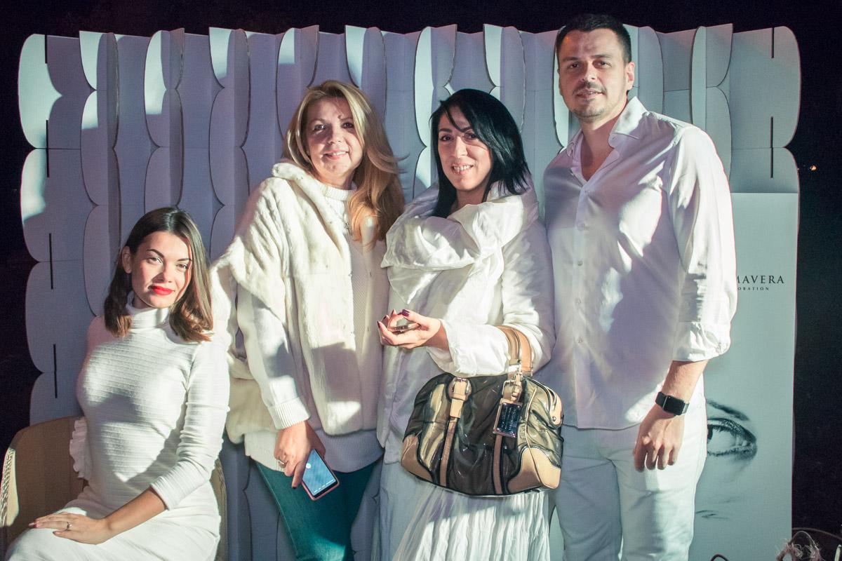 Дресс-код мероприятия - белая одежда