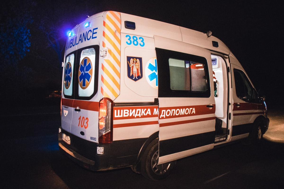 Карета скорой помощи госпитализировала девушку