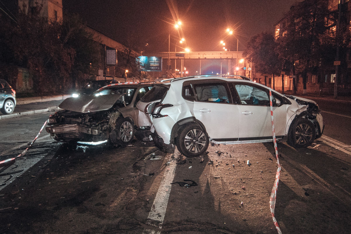 Пострадавшую женщину из Peugeot забрали в больницу, но позже она приехала на место ДТП