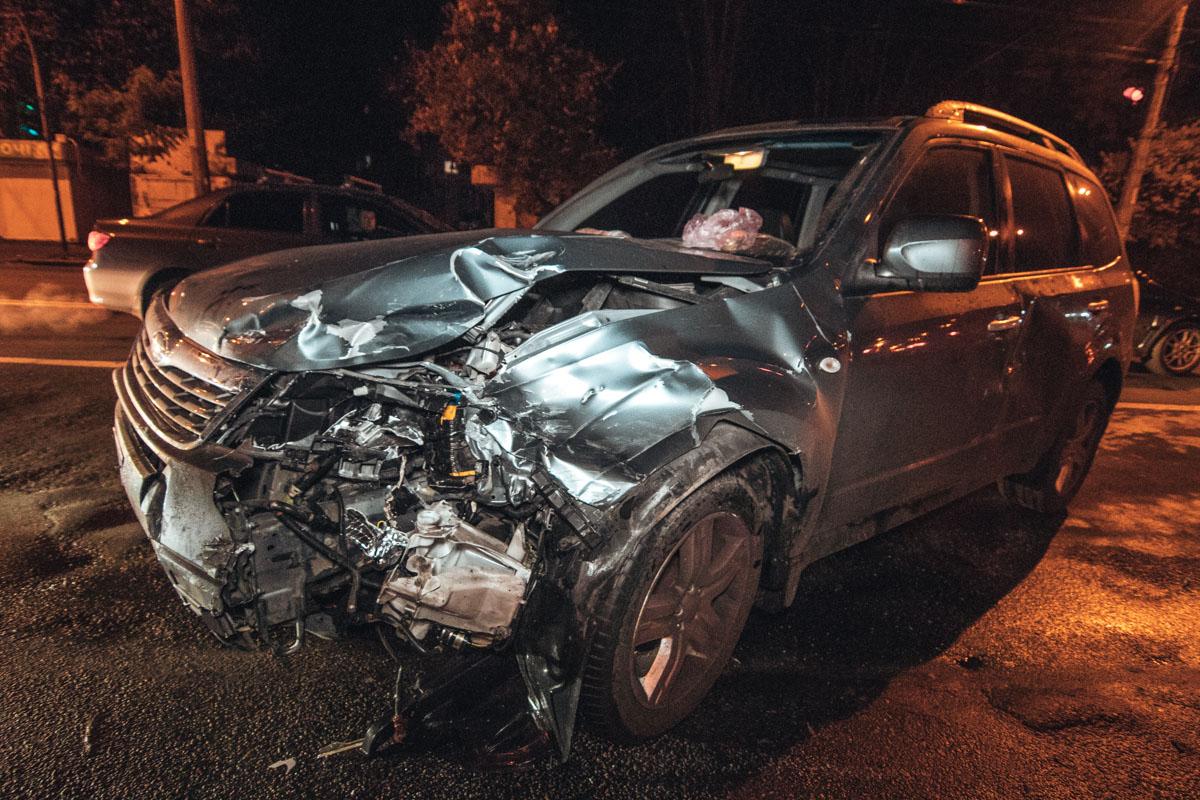 На площадиВалерия Марченко в Киеве произошла авария с участием автомобилейSubaru Forester и такси Uber Skoda Fabia