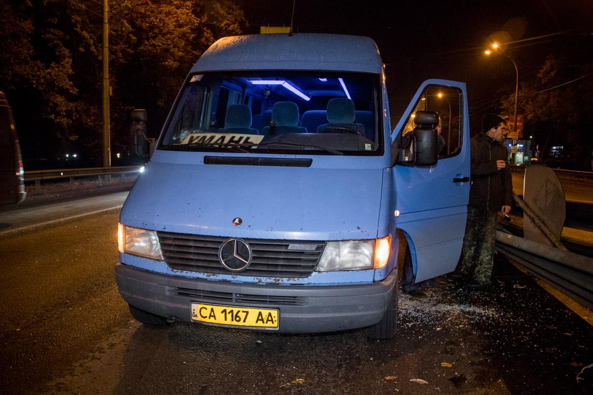 Отбойник зацепил маршрутку Киев - Умань с пассажирами в салоне