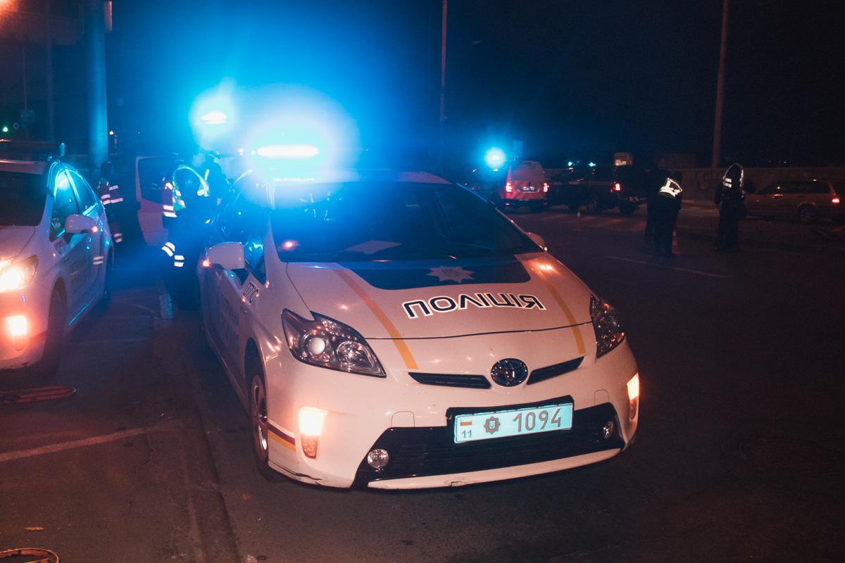 На месте работали патрульная полиция, следственно-оперативная группа и бригада медиков