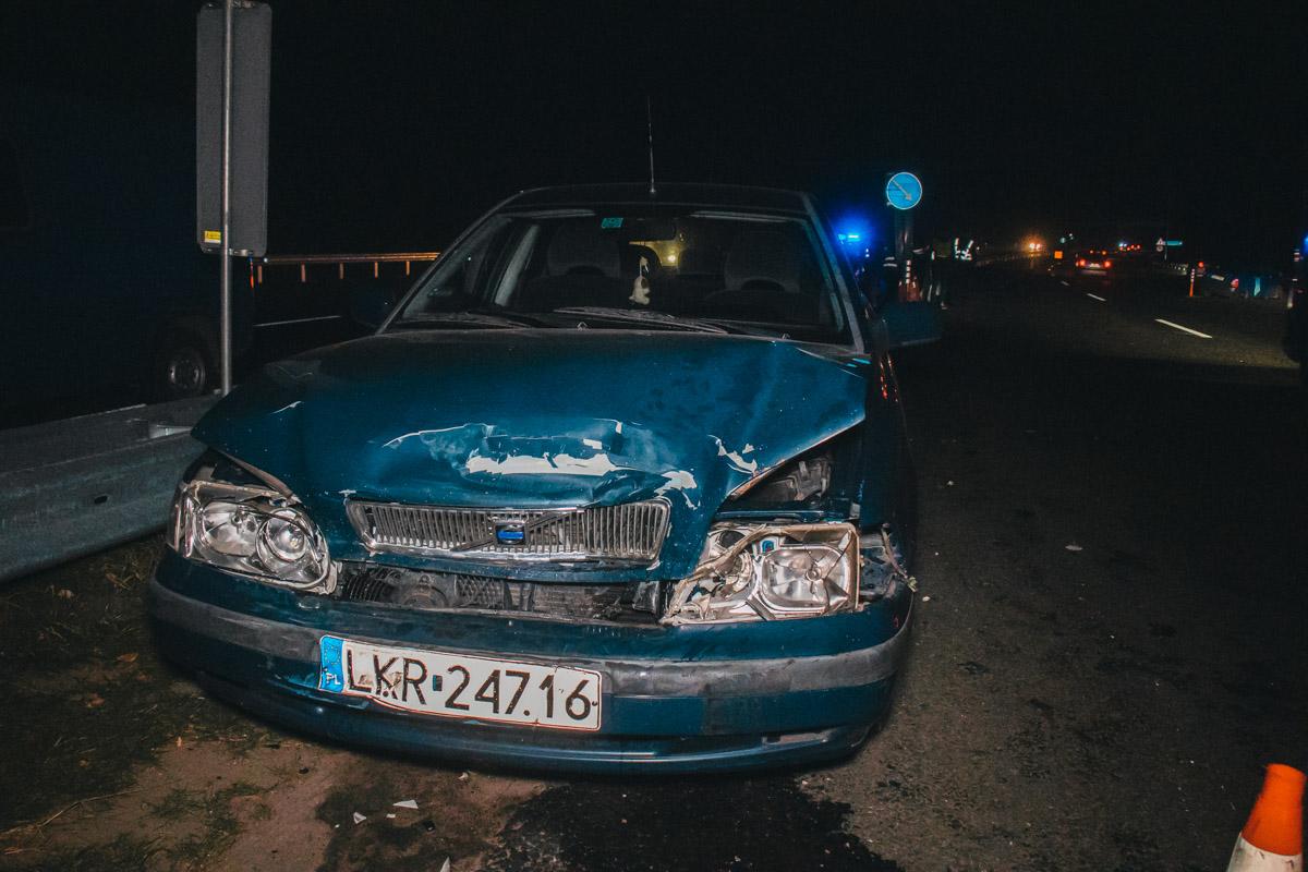 Предварительно, Volvo догнала впереди стоящий автомобиль и вытолкнула его на встречную полосу