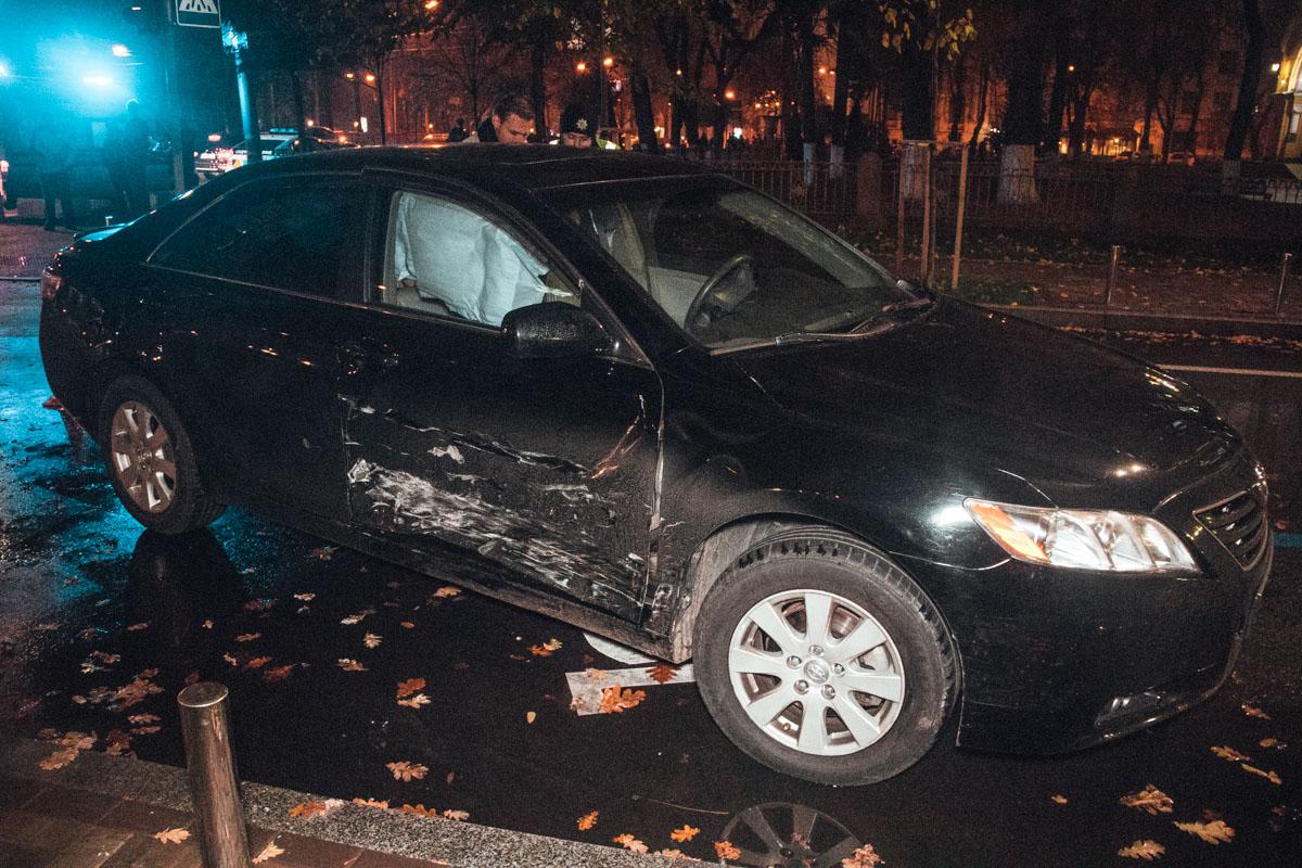 Столкнулись Toyota Camry и Toyota Corolla