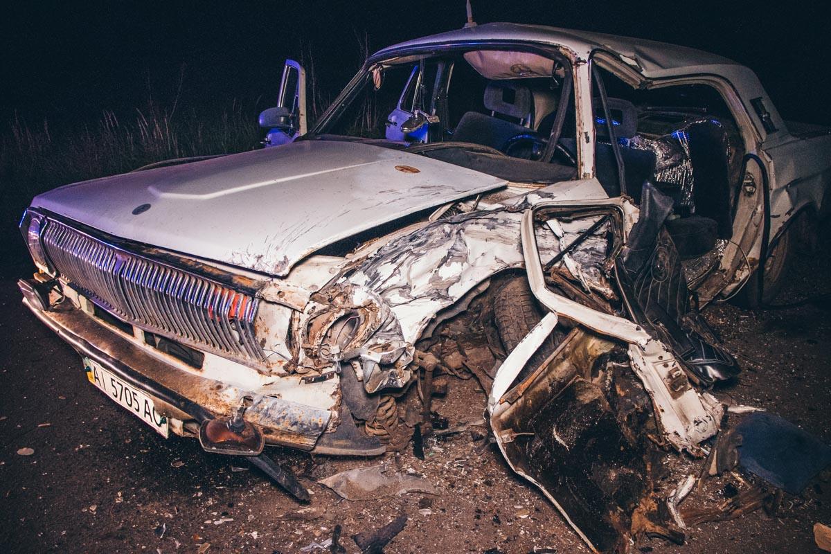 """В """"Волге"""" ехало 2 человека, водитель и пассажир. Их обоих госпитализировали"""