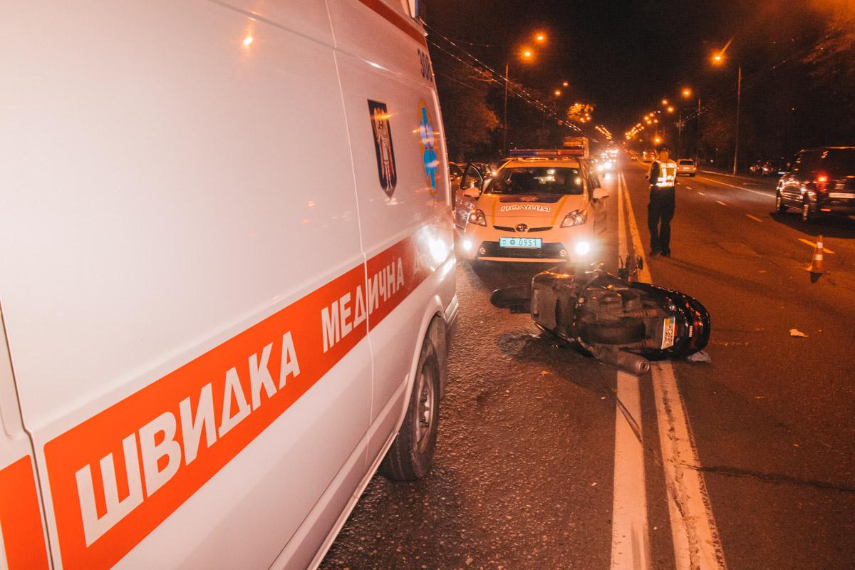 На проспекте Лобановского, 10 произошла авария с участием мотоциклиста