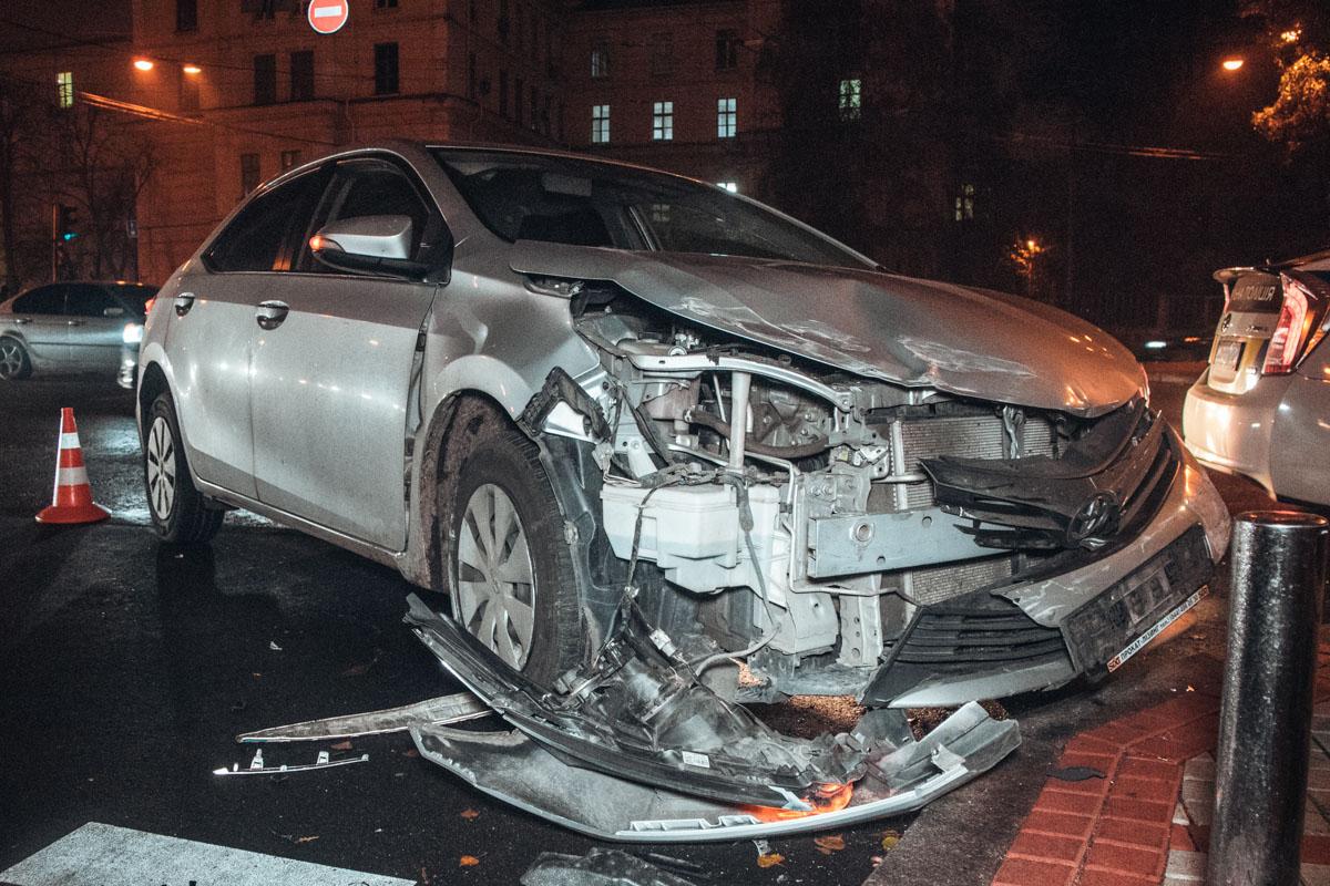 ВCorolla ехала женщина-пассажир, ее подвозил таксист