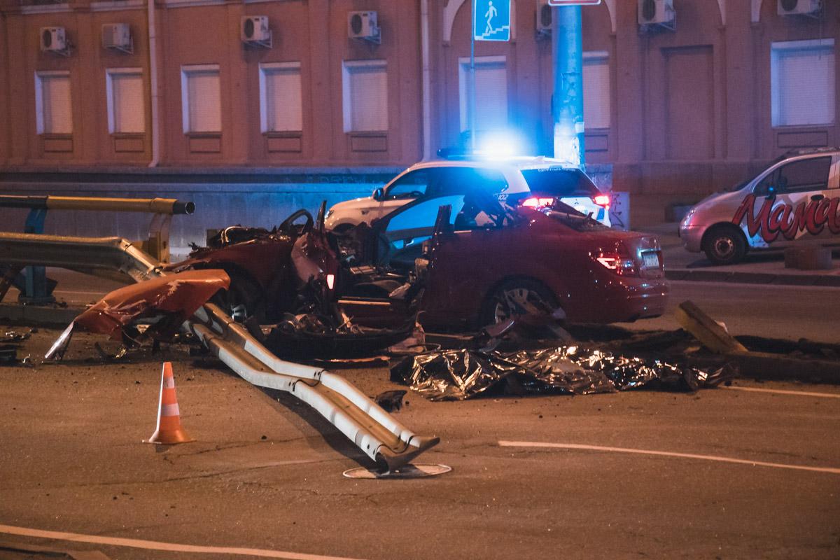 В машине находилось пять человек, двое из них погибли