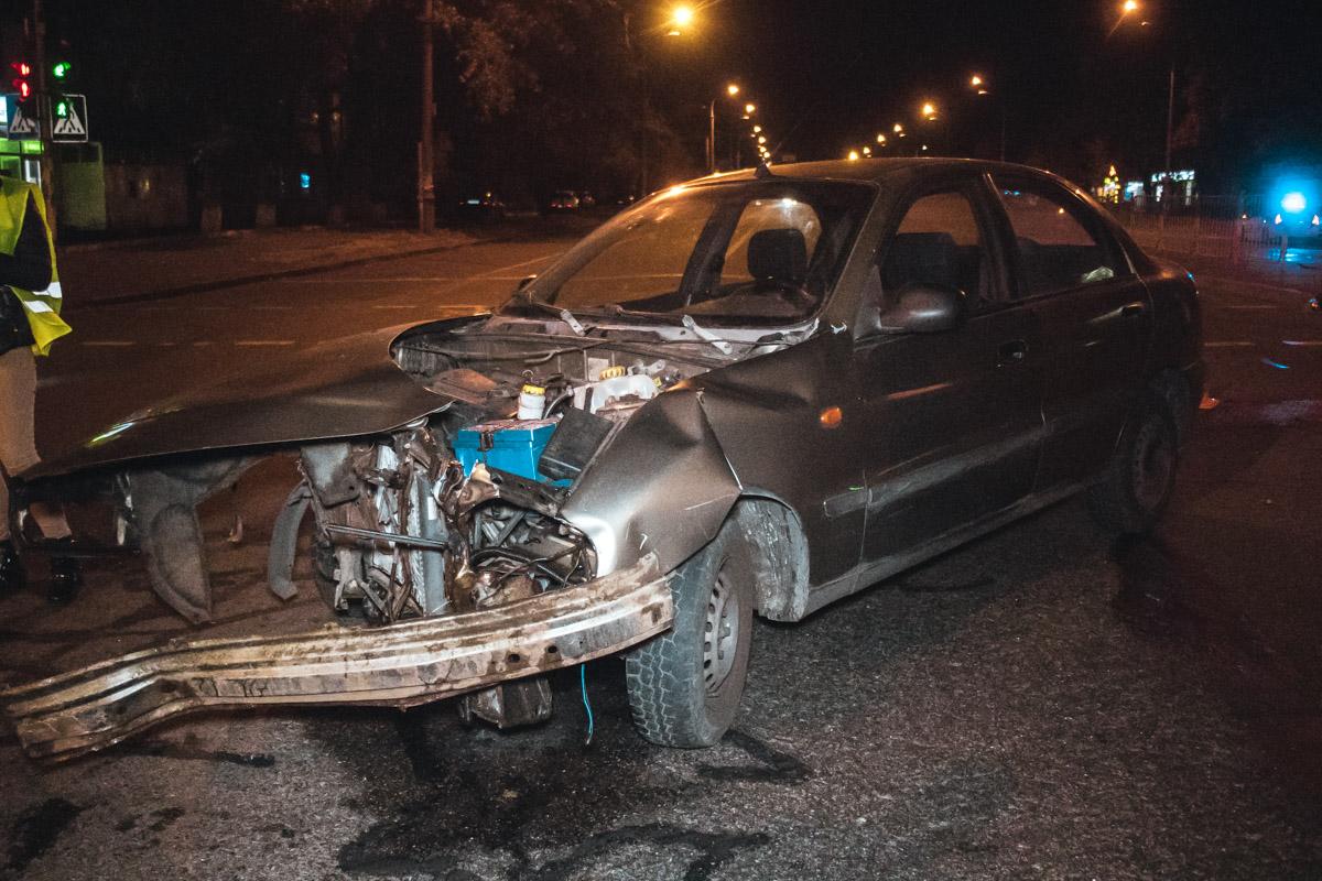 Обе машины получили серьезные повреждения
