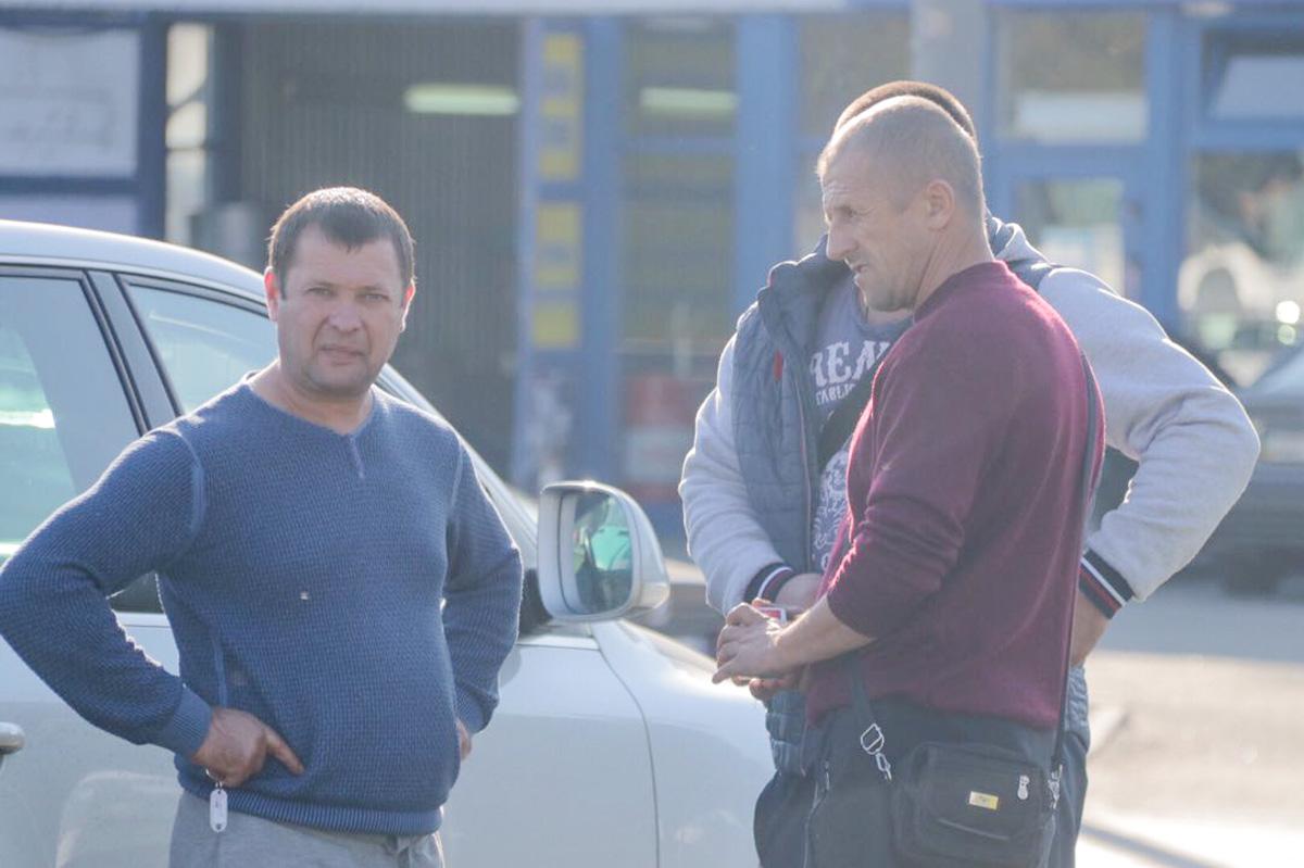 ВодительMercedes Sprinter вел себя агрессивно по отношению к водителюOpel и правоохранителям