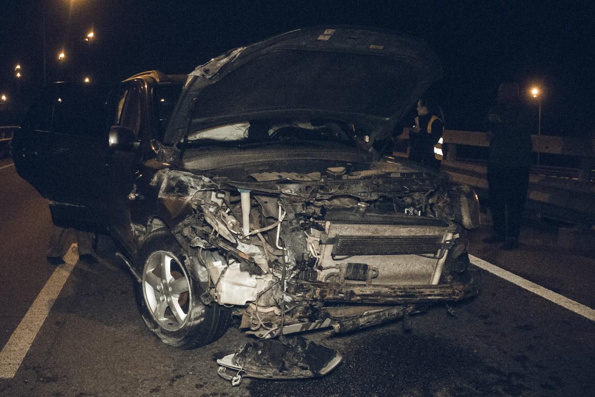 От удара машину начало кидать со стороны в сторону